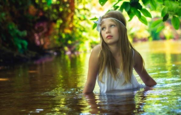 Картинка вода, ручей, течение, девочка