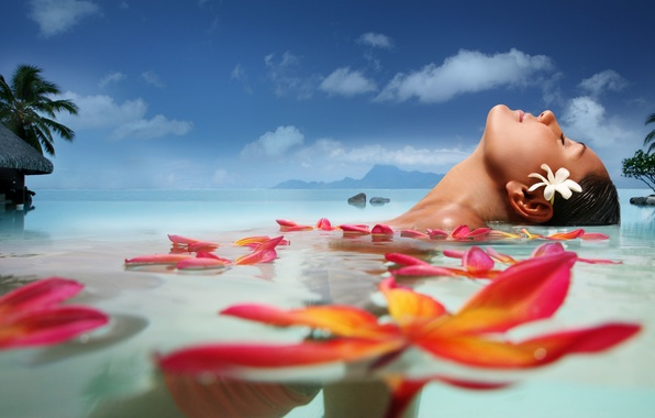 Картинка море, цветок, лето, вода, облака, лицо, пальмы, отдых, Девушка, лепестки, Girl, summer, курорт, экзотика, flower, ...