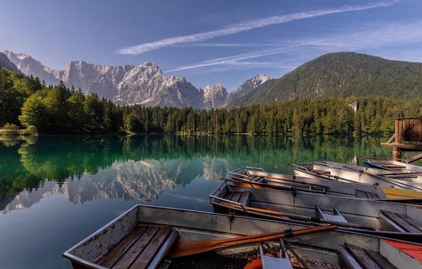 Картинка лес, горы, озеро, отражение, лодки, Альпы, Италия, Italy, Alps, Fusine Lakes, озеро Фузине, Laghi di …