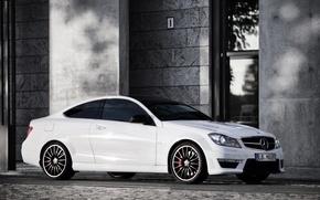 Картинка белый, здание, Mercedes, white, мерседес, amg, амг, C63, building