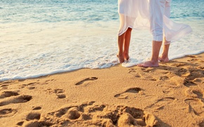 Обои песок, море, пляж, любовь, пара, love, happy, people, kiss, romantic, couple