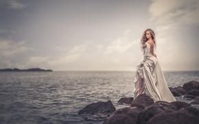 Картинка море, девушка, камни, платье, горизонт