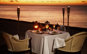 Картинка пляж, океан, вино, романтика, вечер, факелы, ужин