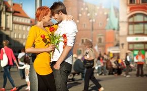 Картинка девушка, радость, цветы, город, смех, пара, тюльпаны, рыжая, парень