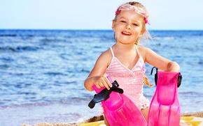 Картинка песок, море, радость, берег, очки, sea, Coast, child, ласты, маленькая девочка, Little girls