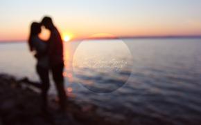 Картинка вода, девушка, закат, озеро, блики, камни, романтика, берег, Любовь, пара, мужчина, love, парень, beautiful, sun, …