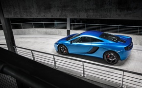 Обои mclaren, mp4-12c, blue, parking, supercar, макларен
