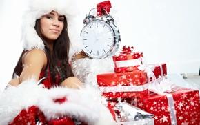 Картинка белый, девушка, красный, праздник, часы, новый год, брюнетка, будильник, подарки, red, girl, white, new year, …