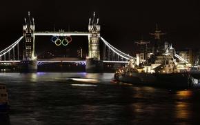 Картинка ночь, река, корабль, Англия, Лондон, Темза, Тауэрский мост, крейсер, Олимпийские кольца, летние Олимпийские игры 2012