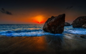 Картинка море, небо, солнце, облака, закат, камни, скалы, берег, зарево