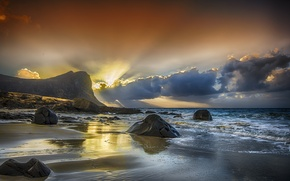 Картинка море, небо, лучи, закат, тучи, камни, скалы, отлив