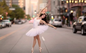 Обои балерина, грация, танец, город, улица