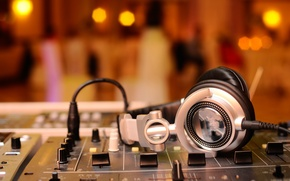 Картинка макро, музыка, music, размытость, наушники, звук, пульт, party, усилитель, микшер, диджей, headphones, hi-tech, боке, wallpaper., ...