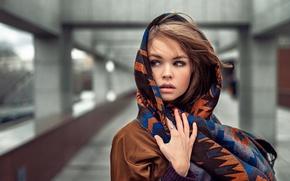 Картинка взгляд, девушка, шатенка, плащ, платок, Георгий Чернядьев