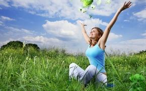 Картинка зелень, небо, трава, облака, радость, счастье, цветы, улыбка, Девушка, руки, луг