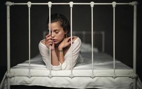Картинка Florian Weiler, кровать, одиночество, девушка