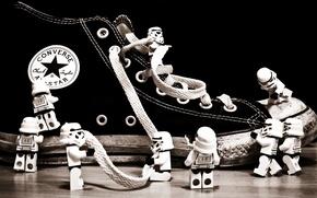 Картинка фигурки, шнурки, кед