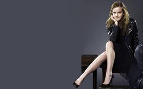 Картинка улыбка, актриса, ножки, Emma Watson, знаменитость