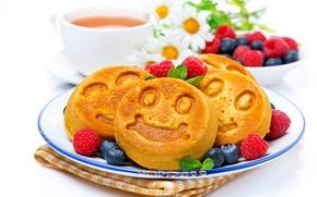 Картинка ромашки, букет, завтрак, чашка, cup, daisies, кексы, breakfast, bouquet, tea, blueberries, чая, raspberries, черники, cupcakes, …