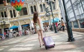 Картинка девушка, улица, чемодан