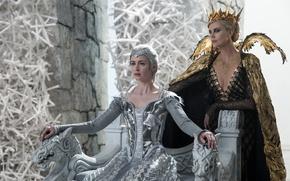 Картинка Charlize Theron, корона, фэнтези, Шарлиз Терон, трон, Эмили Блант, Emily Blunt, Ravenna, Freya, The Huntsman: …
