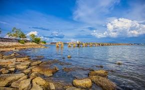 Картинка море, небо, облака, озеро, камни, берег, опора, старый мост