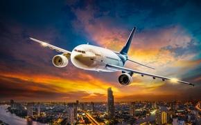 Обои небо, облака, полет, огни, самолет, двигатель, высота, размытость, ночной город, мегаполис, airplane, боке, пассажирский, турбореактивный, ...
