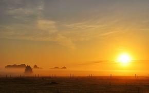 Картинка поле, солнце, туман, забор, утро, field, morning, sun, fog, fence