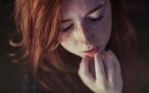 Картинка ресницы, портрет, веснушки, рыжеволосая девушка