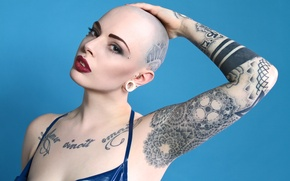 Картинка blue, model, tattoos, makeup, shaved