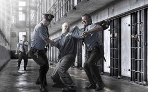 Картинка борьба, тюрьма, заключенный, полицейские