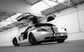 Картинка тюнинг, Mercedes-Benz, двери, серебристый, ангар, суперкар, мерседес, вид сзади, AMG, SLS, tuning, Wheelsandmore, амг, слс, …
