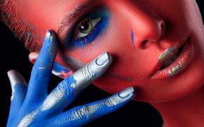 Картинка взгляд, цвета, девушка, лицо, стиль, фон, краски, рука