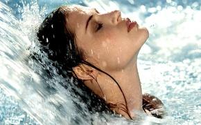 Картинка девушка, водопад, голубая вода