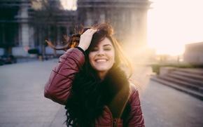 Обои девушка, лицо, улыбка, ветер, волосы, David Olkarny