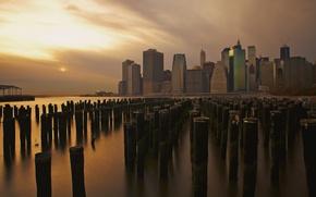 Картинка город, США, New York, Manhattan, сваи, East River