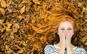 Картинка осень, листья, девушка, радость, смех, рыжеволосая