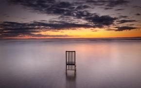 Картинка море, облака, закат, горизонт, стул, оранжевое небо