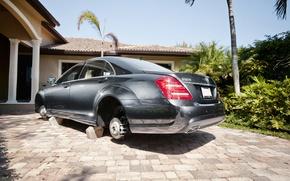 Обои fun, S550, на кирпичах, бывает, Mercedes, без колес