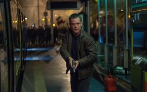Картинка cinema, gun, pistol, weapon, spy, man, movie, film, Matt Damon, Jason Bourne, secret agent, former …
