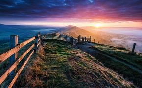 Картинка горы, забор, утро
