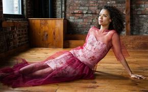 Картинка модель, платье, актриса, брюнетка, прическа, фотограф, на полу, New York, позирует, Гугу Эмбата-Ро, Gugu Mbatha-Raw, …