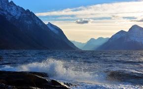Картинка море, волны, небо, облака, пейзаж, горы, брызги