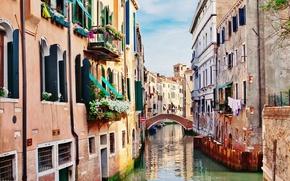 Картинка здания, дома, Италия, Венеция, канал, цветочки, мостик, Italy, bridge, Venice, Italia, Venezia, балконы, canal