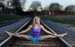 Картинка девушка, рельсы, ситуация, железная дорога, балерина, шпагат, пуанты