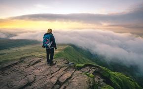 Картинка green, girl, clouds, rocks, morning, dawn, sunlight, adventure, trip, cliff, peak