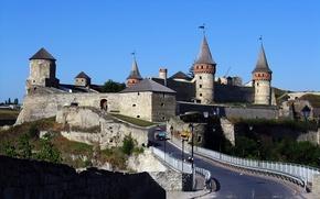 Картинка дорога, небо, деревья, мост, люди, замок, башня, холм, трактор, Каменец-Подольский