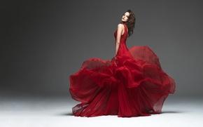 Картинка девушка, красное, модель, платье, серый фон, Natascha Verkaik