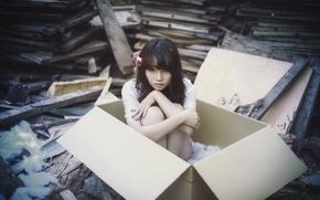Картинка девушка, коробка, азиатка