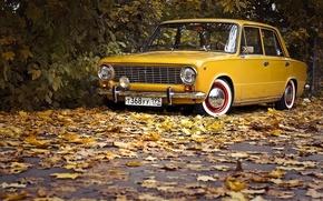Картинка дорога, авто, осень, листья, ретро, обои, wallpaper, копейка, классика, жёлтая, жигули, ваз, 2101